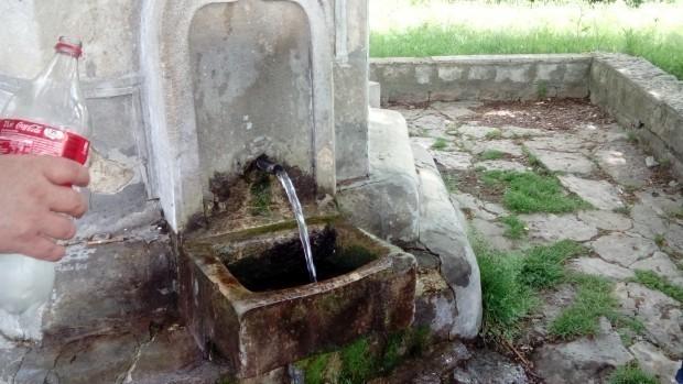 Водата на две обществени чешми е негодна за пиене