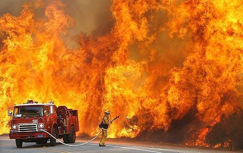 Автомобил се запали и изгоря след катастрофа във Варненско