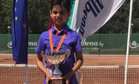 Варненец триумфира на международен турнир по тенис