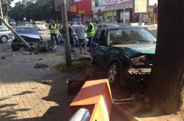 Зрелищна катастрофа във Варна тази сутрин