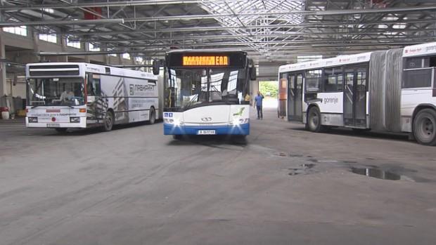 Опасни автобуси във Варна! Шофьори: Това са живи бомби на пътя