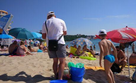 БАБХ Варна: Не купувайте царевица, плодове и други храни от продавачи по плажа