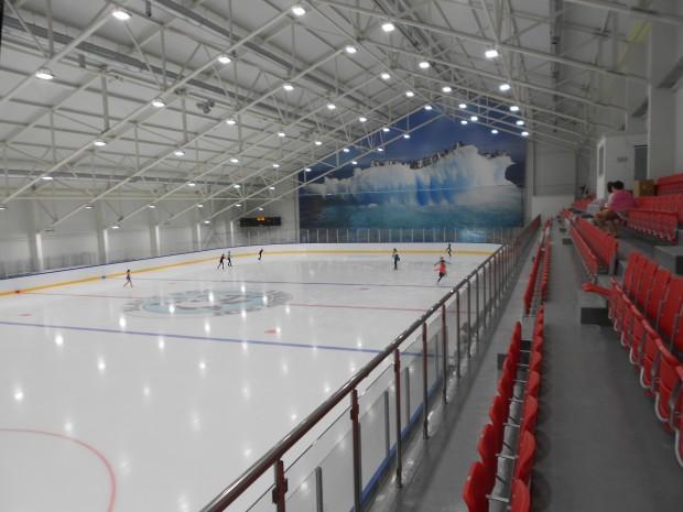Откриват закрита ледена пързалка с олимпийски размери на брега на Черно море