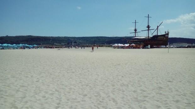 Южният плаж засега е отворен за всички посетители