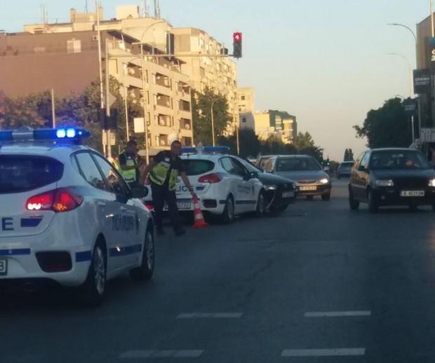 Млада шофьорка нацели патрулка във Варна