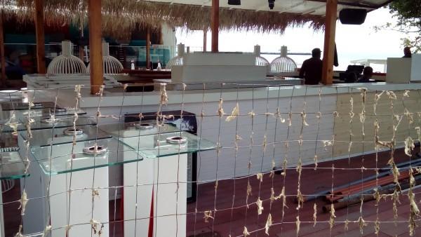 Затвориха плажно заведение във Варна заради стари храни