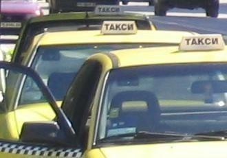 Таксиджия се държа адски просташки с жена пред очите на полицаи във Варна