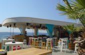 Крайбрежната алея има нови лъскави заведения, няма и помен от зоната за релакс и съзерцание