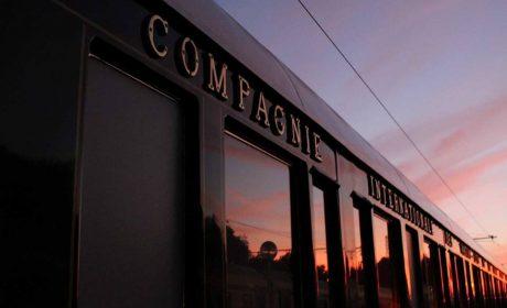"""Легендарният влак """"Ориент Ескпрес"""" зарадва варненци (снимки и видео)"""