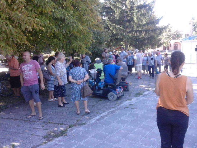 Над 100 души излязоха на протест срещу отровите в Чернево