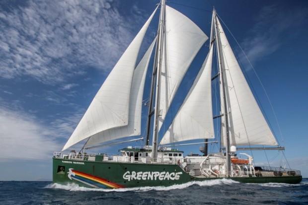 """Уникалният кораб на """"Грийнпийс"""" пристига утре във Варна"""