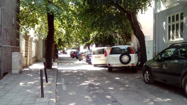 Екшън! 34-годишен руснак потроши дома си във Варна, полиция нахлу и го изведе