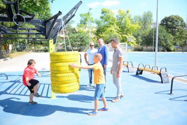 """Кметът откри нова спортна площадка в ОУ """"Ангел Кънчев"""""""