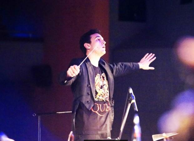 Шоуто продължава с вечните песни на QUEEN на откритата сцена в Албена