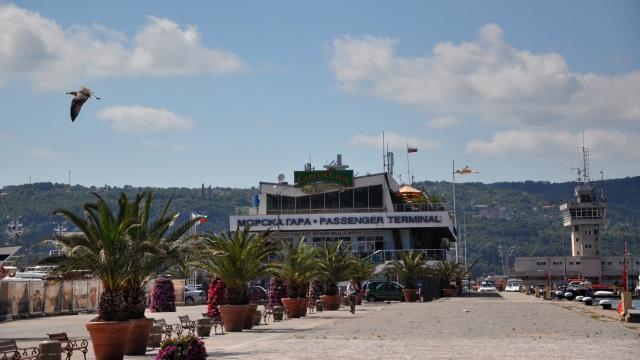Морска гара – Варна става на 52 години