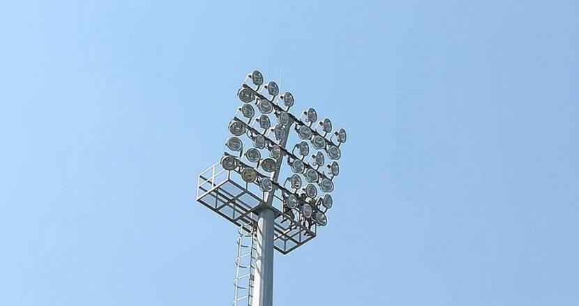 """Започват тестовете на осветлението на стадион """"Тича"""" (Снимки)"""