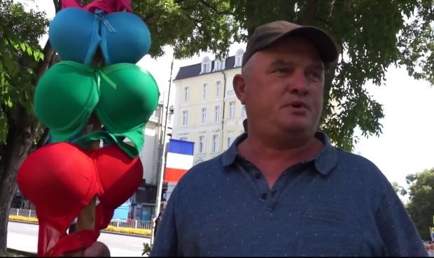Росен Марков посреща френския президент във Варна с протест