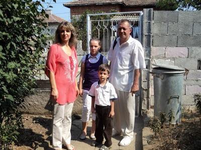 Семейство от Варна с две деца и болен от рак баща остава на улицата след имотна измама