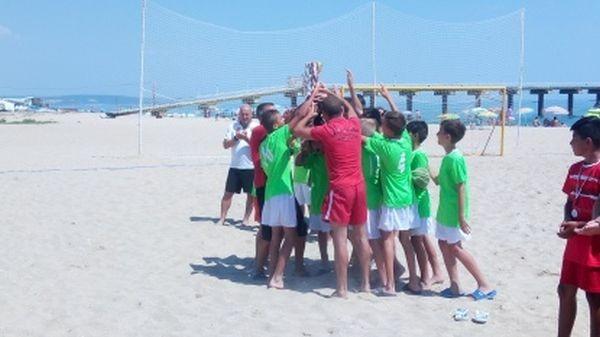 Много емоции на детски турнир по плажен футбол в Шкорпиловци