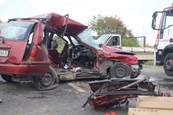 Двама словенци пострадаха в тежка катастрофа във Варненско