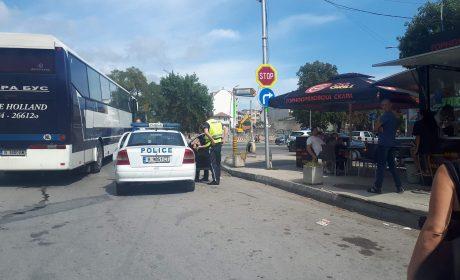 Първо в Будна Варна – Автобус блъсна патрулка (Снимки)