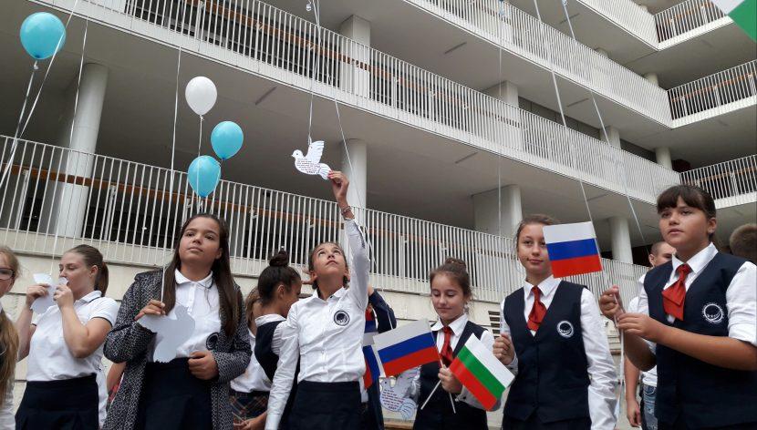 Бели гълъби полетяха в небето над Варна за Международния ден на мира
