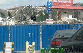 Събориха варненски супермаркет (снимки)