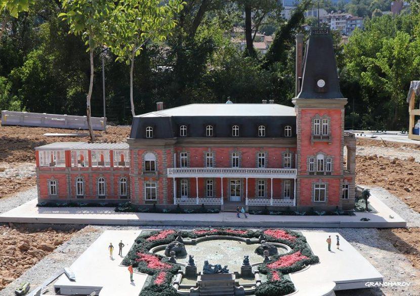 Макети на резиденция Евксиноград и Катедралата в първият по рода си в България парк музей