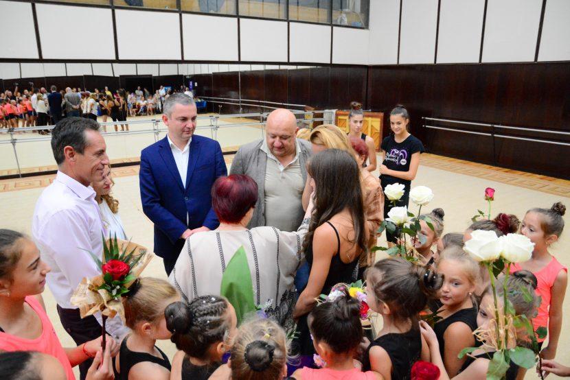 Кметът Иван Портних и министър Красен Кралев се срещнаха с гимнастичката Симона Дянкова