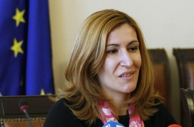 Министър Ангелкова: Ще има масови проверки по плажните заведения за канализация