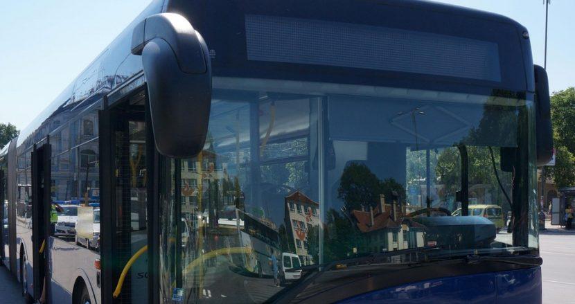 Шофьор на автобус от градския транпорт във Варна наби спирачки, пътничка пострада
