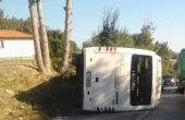 Осем души са откарани с линейки след обръщането на буса до Свободния