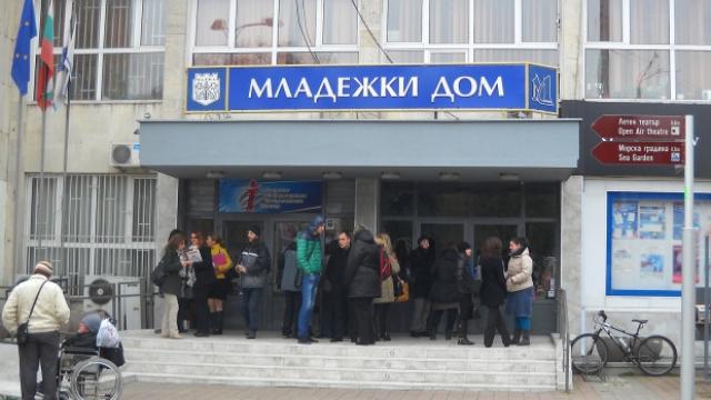 Грешки в проектирането бавели ремонта на Младежки дом във Варна