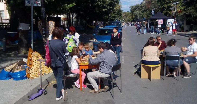 Голям купон по улиците в центъра на Варна! Ето как хората празнуват Ден без автомобили