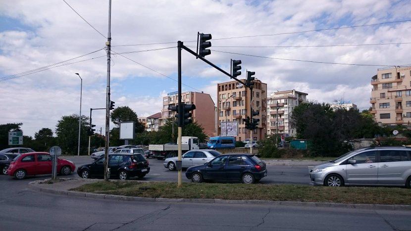 Първо в Будна Варна! Неработещ светофар предизвика огромно задръстване
