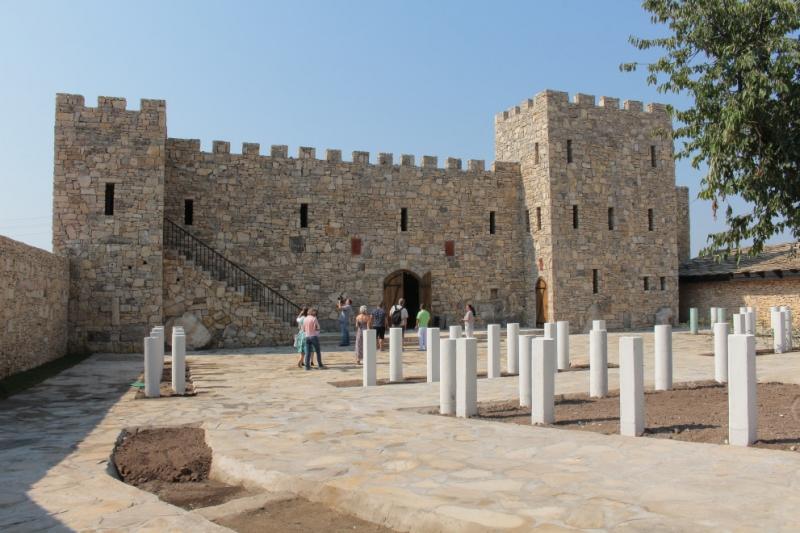 Меценат открива паметник на преклонението в Плиска