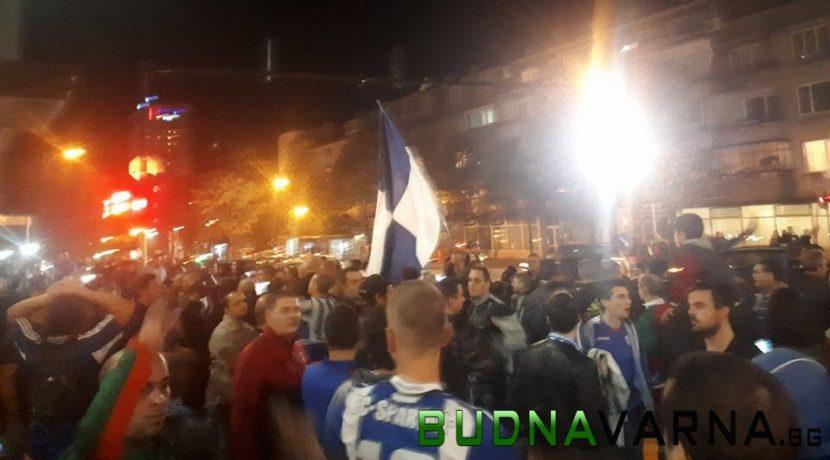 Фенове на Спартак затвориха централен булевард