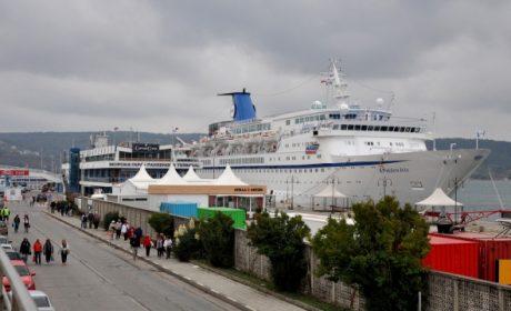 Варна посрещна голям круизен кораб (снимки)