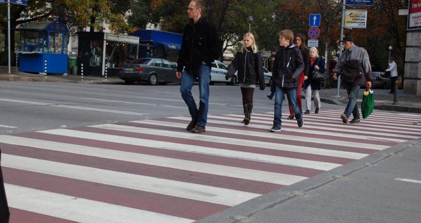 Трима блъснати пешеходци на пешеходни пътеки във Варна само за ден