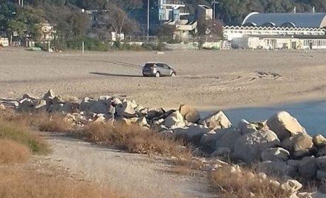 Автомобил попадна в пясъчен капан на Южния плаж