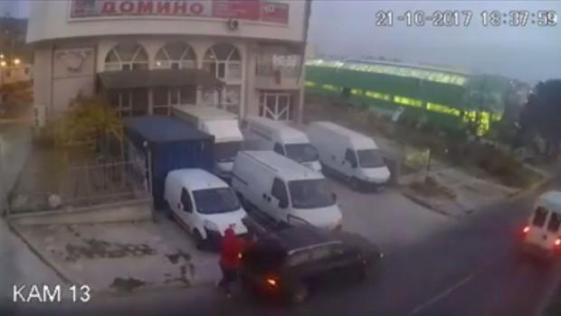 """Този няма срам, краде от бусове пред магазин във """"Владиславово"""" (видео)"""