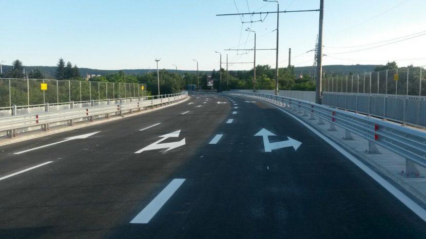 Аспаруховият мост със свободна пешеходна зона, видеонаблюдение и система против заледяване
