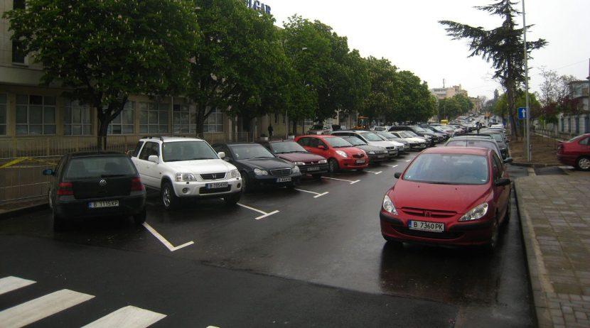 Правят паркинги в Цветния квартал