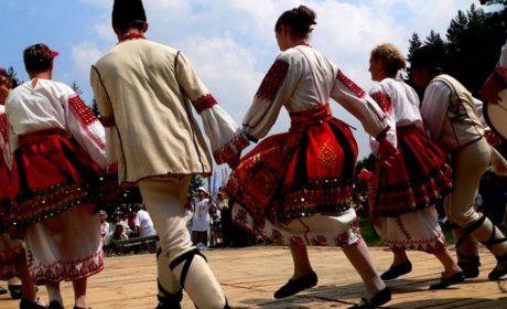 Община Девня кани всички на открита тренировка по народни танци