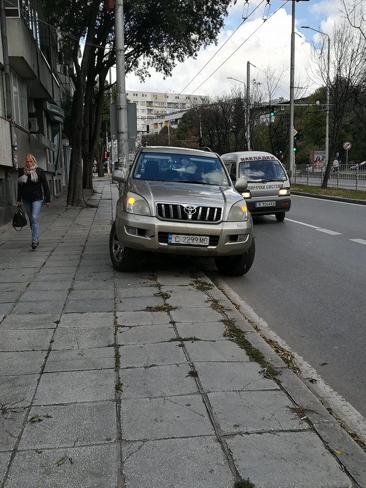 Софиянец паркира джипа си като селяндур във Варна