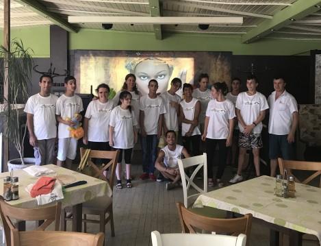 """""""Заедно можем повече""""- младежи в риск се учат на готварство и сервиране"""