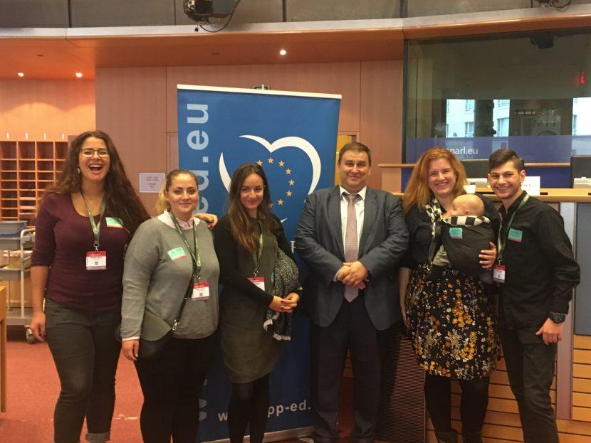 Емил Радев посрещна в Брюксел група доброволци от Социалната чайна във Варна