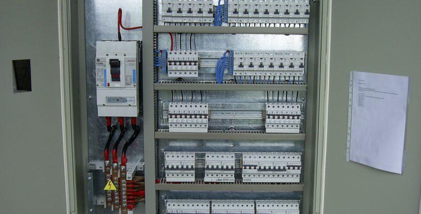 Плашат да спрат тока на варненско ДКЦ, натрупало сметки за над 21 хил. лева