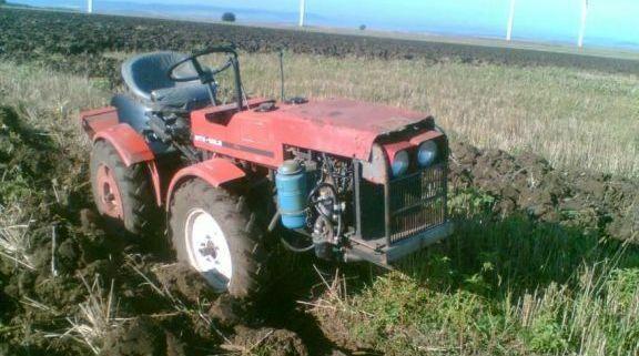 Спипаха мъртвопиян да кара трактор