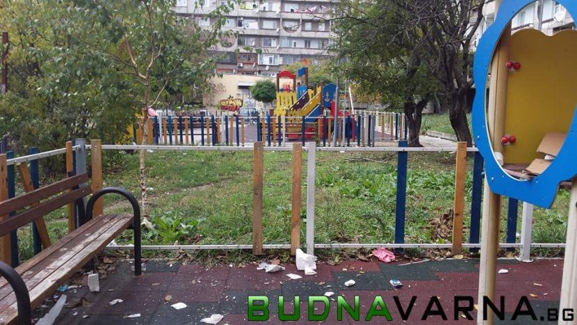 Читател на Будна Варна: изпотрошиха детска площадка до Максуда (снимки)